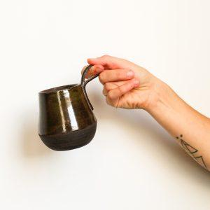 Tasse Monodoigt noire geste